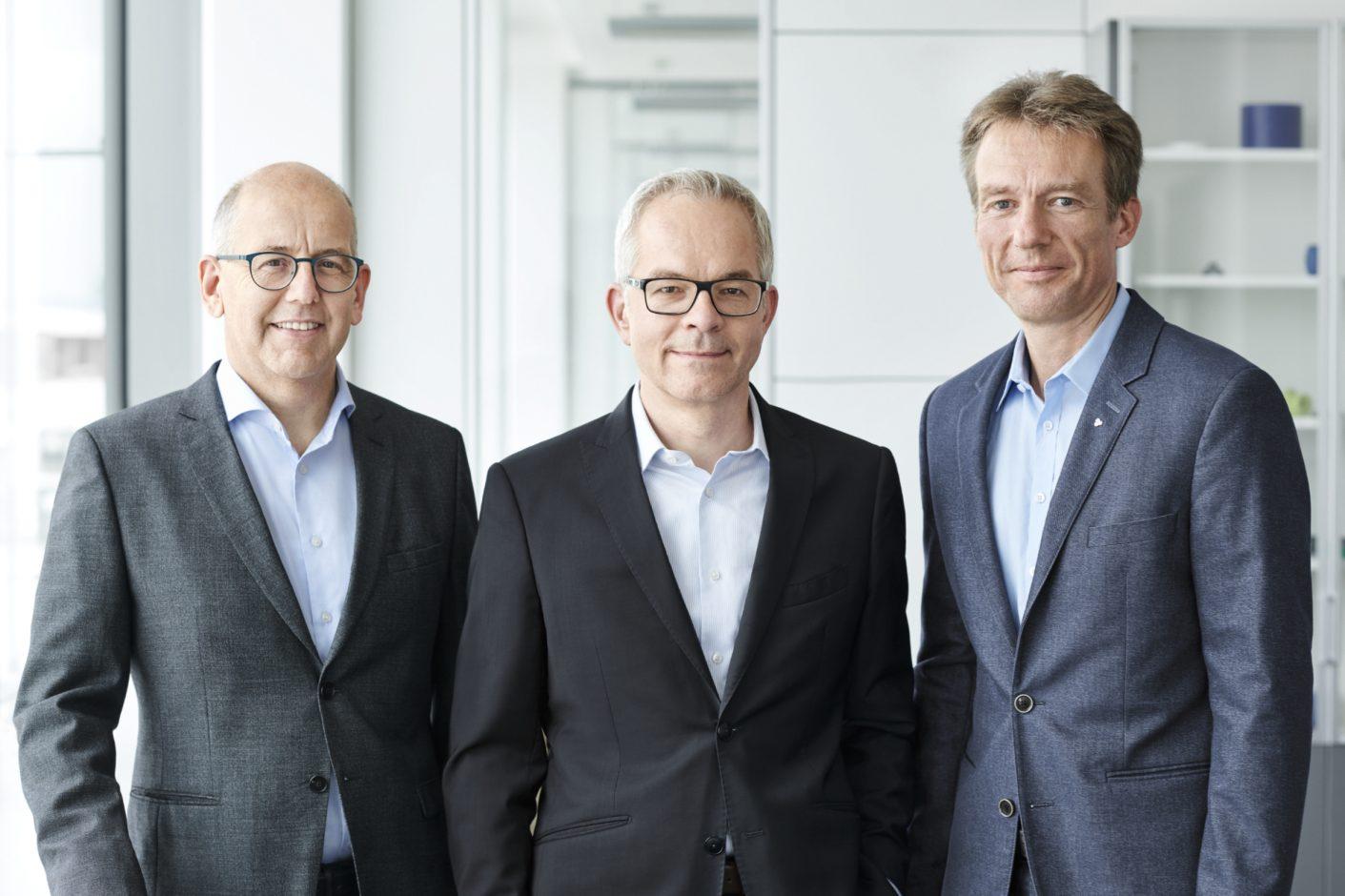 Der Kunststoffspezialist Ensinger wird jetzt von drei Geschäftsführern geleitet: Klaus Ensinger (links) Dr. Roland Reber (Mitte) und Dr. Oliver Frey (rechts).