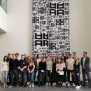 Rund 20 Studierende erhielten mit PR-Dozent Oliver Hahr (rechts) bei Claudia Richter, PR-Managerin bei RIANI (2. von rechts), einen Einblick in die Fashion-Kommunikation. Quelle: oha communication