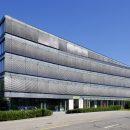 Das Gebäude in der Schaffhauserstr. 611 in Zürich bietet helle, flexibel unterteilbare Büroflächen von 2846m² und eine Verkaufsfläche Im Erdgeschoss von 656m². Quelle: PSP Swiss Property AG
