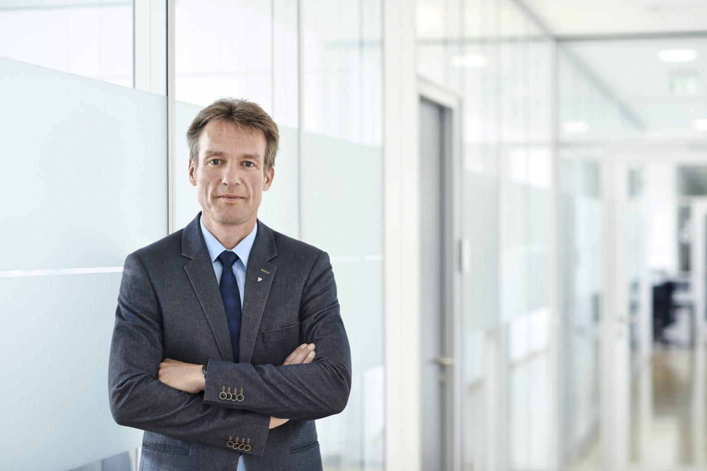 Dr. Oliver Frey ist als Mitglied der Geschäftsleitung für die Weiterentwicklung der Klimastrategie der Ensinger Gruppe zuständig. Foto: Ensinger